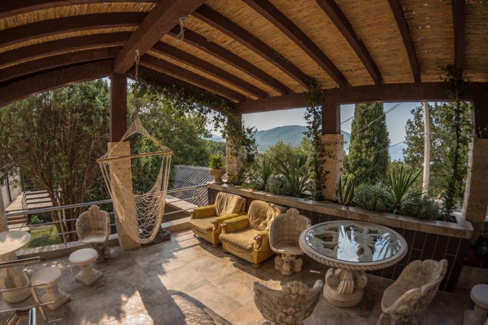 Mahakala-outodoor-terrace
