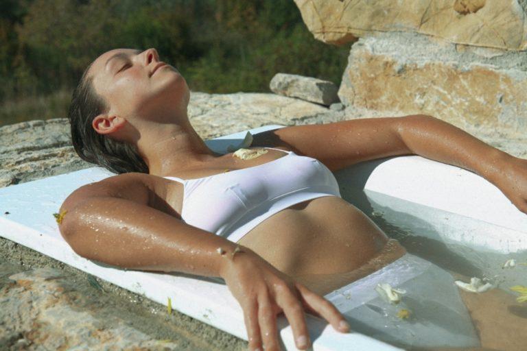 petal-bath-retsore-yoga-retreat-mahakala-center.