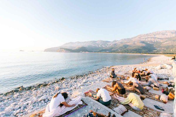 Yoga-retreat-mountains-sea
